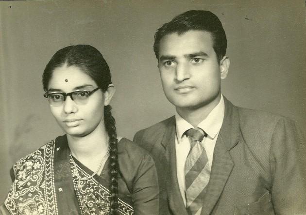 કુસુમબેન-વિનોદભાઈ -૧૨મી ઓગસ્ટ રોજ લગ્ન પછી શ્યામ સ્ટુડિયો અમદાવાદમાં જઈને પડાવેલો પ્રથમ ફોટો