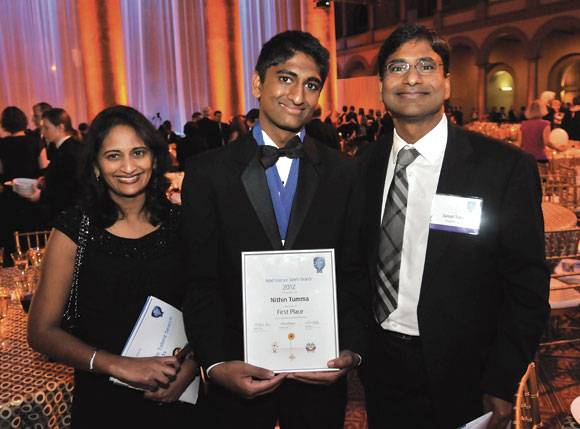 Nithin Tumma-centre-with-his-parents-Dr-Kavita-left-and-Dr-Suresh-right