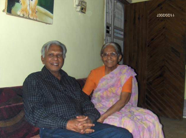 avantika-gunvant-with-gunvantbhai-11-20-2007